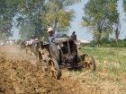 """Pietro Bersani organizza domenica 3 Agosto 2008 a Lusurasco di Alseno (PC) una giornata per ricordare il fratello Attilio. Mostra sfilata e dimostrazione di aratura con trattori """"testacalda"""" con ruote in ferro."""