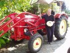 La nostra amica Brigitte (con il fungo in mano) e il trattore PORSCHE del marito Helmut. I loro amici di Malcesine Lago di Garda Verona