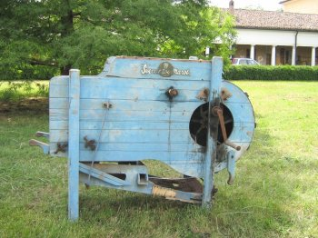 costruttore: Svecciatoi Marot - Modena – Italiy modello: - anno di costruzione: anni '20 caratteristiche: svecciatoio, ad azionamento manuale, per la pulitura e cernita di cereali e sementi varie.