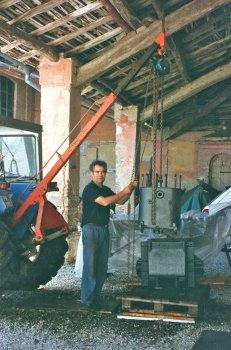 """costruttore: IHC International Harvester Company - Chicago - Illinois –   U.S.A. modello: """"Titan 10-20"""" anno di costruzione: 1920  caratteristiche:  motore bicilindrico a scoppio alimentato a petrolio,  accensione con  magnete, trasmissione a """"catene"""", 10 HP al traino, 20 HP  alla puleggia"""